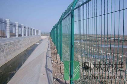 公路隔离栅护栏网