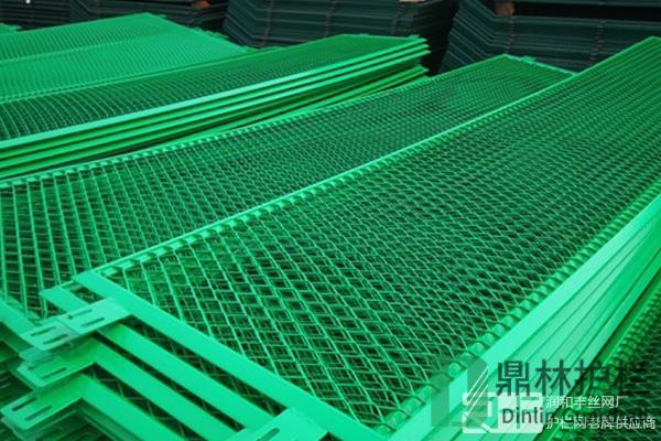 护栏网浸塑工艺流程及特点