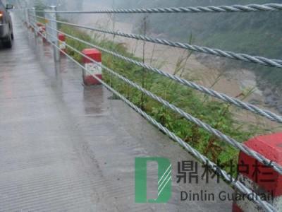 缆绳护栏中间立柱埋设于土中几种施工方法